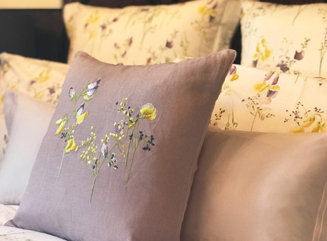 Clematis-cottage-bed-pillows